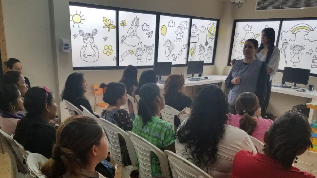 Grupo de la charla realizada en la Unidad Pediátrica